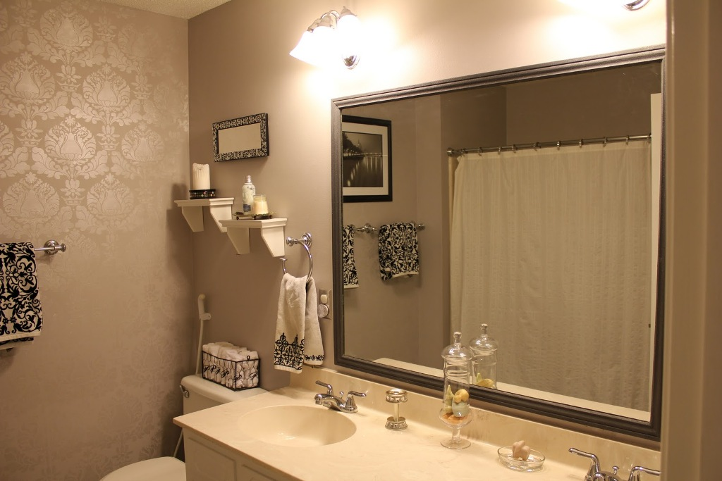 Image of: Bathroom Mirrors Cheap