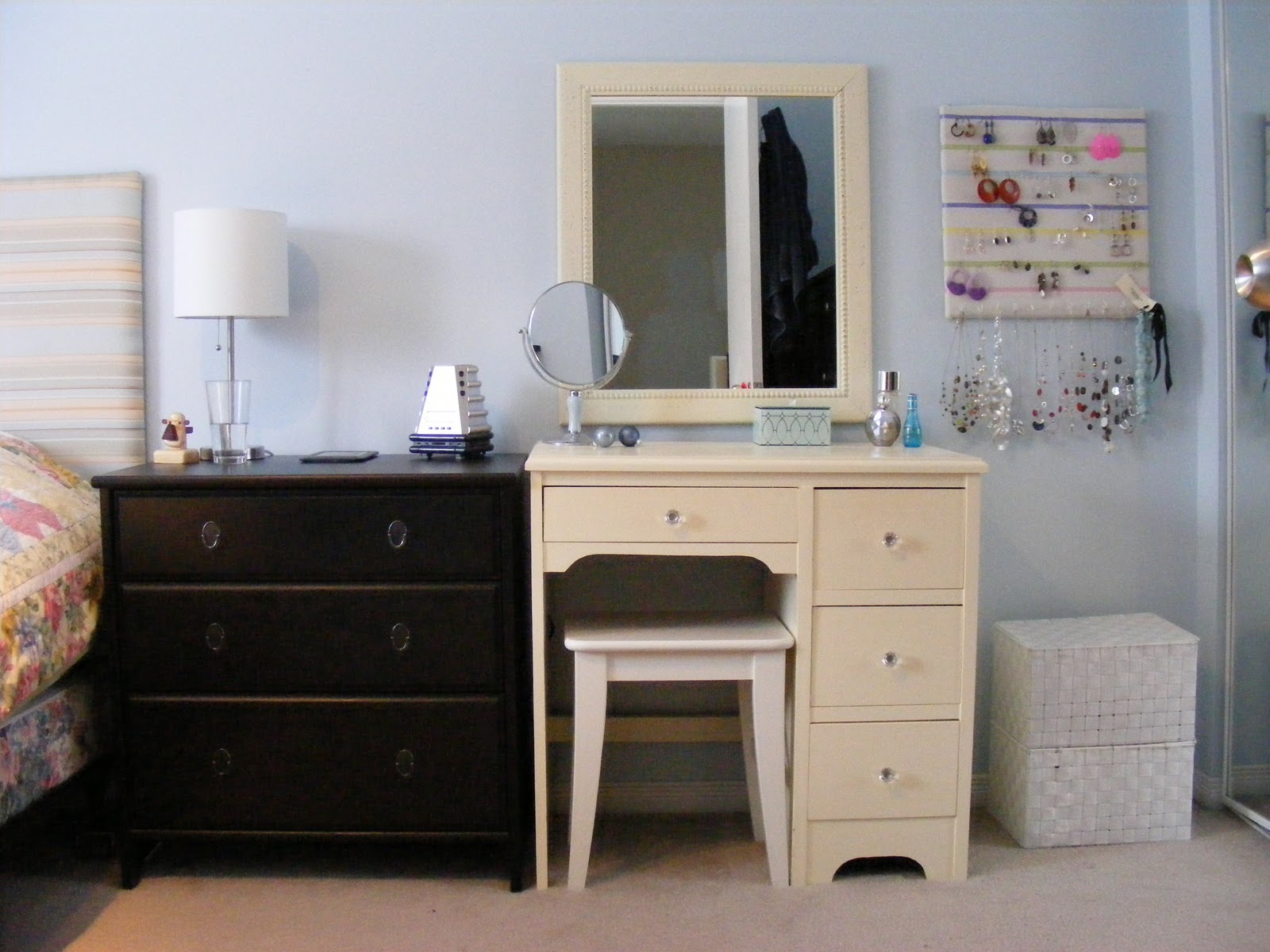 Get Privacy With The Bedroom Vanity — Jackiehouchin Home Ideas