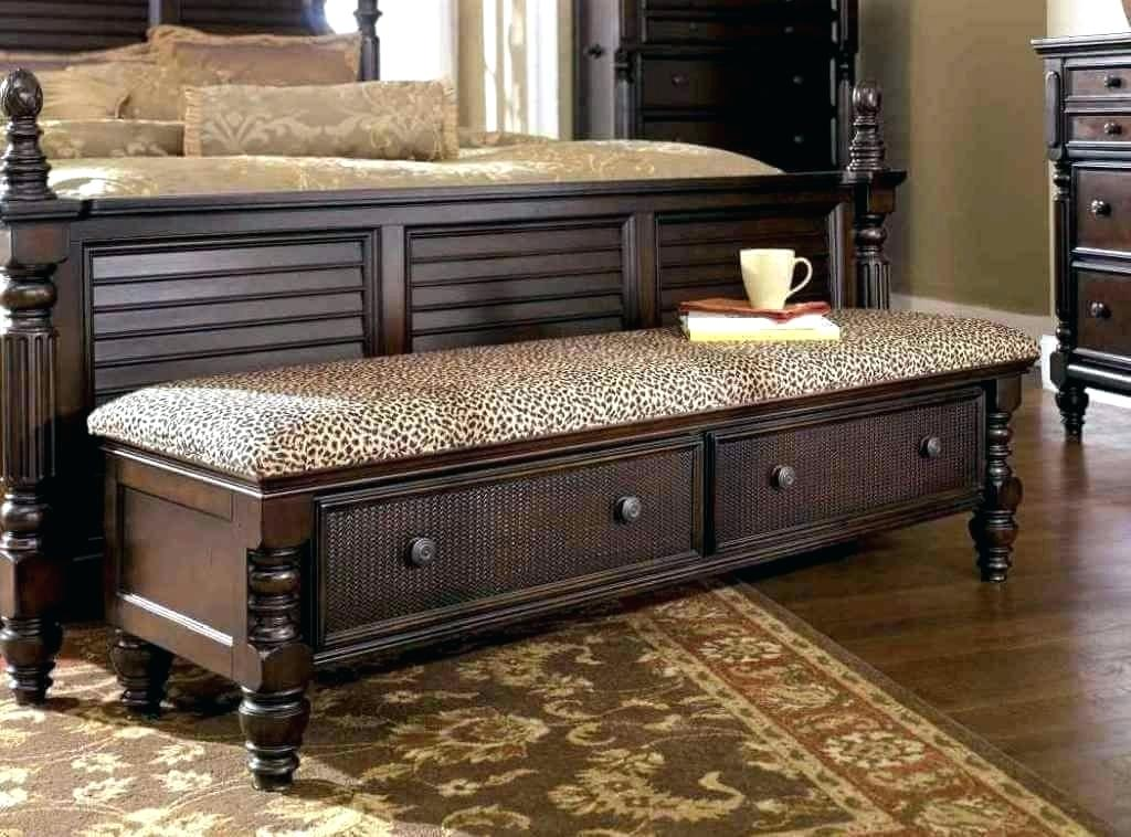 Image of: How to Decorate a Bedroom Bench