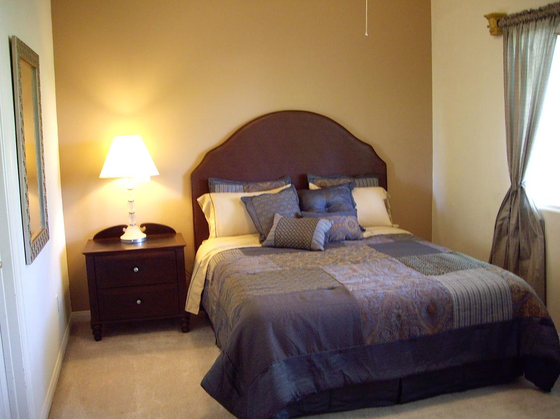 Remodeling A Small Bedroom Ideas : Jackiehouchin Home Ideas - Small ...